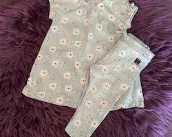 Mintgrön kortärmad klänning med snöleoparder och ett par matchande byxor från PoP stl 68