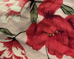 Ljusrosa klänning med underbart blommönster i rött, rosa, vitt, grönt och gult från Old Navy stl 110