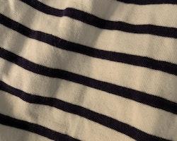 Vit kortärmad sjömansklänning med mörkblå ränder och rosett från HM stl 86