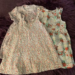3 delat klänningspaket med mycket färg och blommor från HM & Name It stl 74