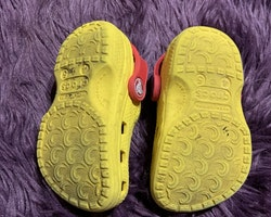 Gula sandaler med SvampBob Fyrkant från Crocs stl 21