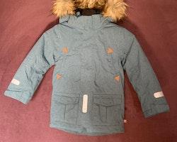 Turkosmelerad vinterparkas från PoP stl 110