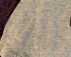 Grå tunika/klänning med både tryckta och broderade dekorationer av tex katt, Eiffeltorn, glass mm från Lindex stl 104