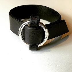 Smalt svart armband Pyret med silverring