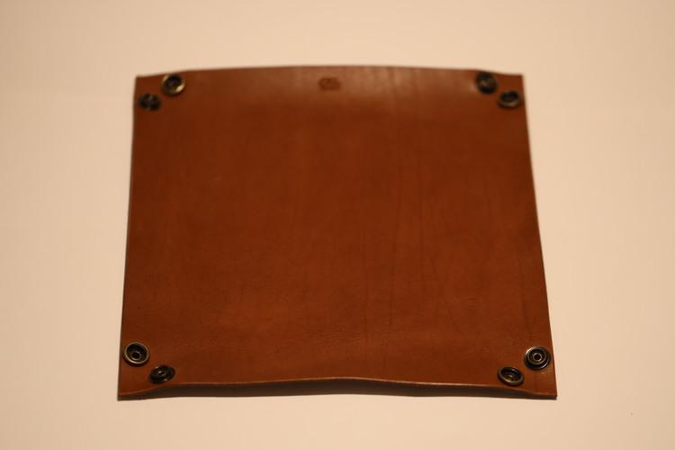 Skål med tryckknappar 17*17cm ca4-5cm hög
