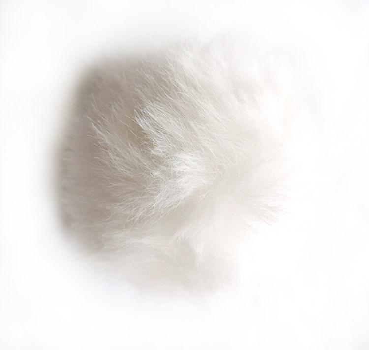 Pälsboll 9 cm Vit