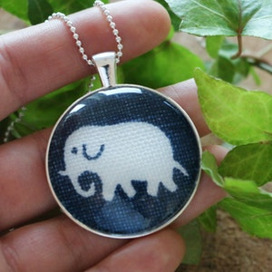 Mörkblå elefant