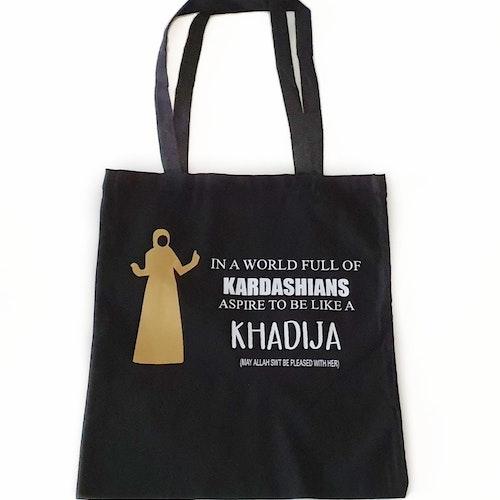 Tygkasse, Khadija