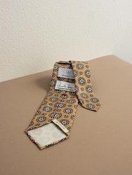 Printed Medallion Untipped - Beige/Green/Brown