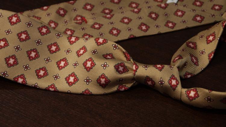 Medallion Vintage Silk Tie - Beige/Red
