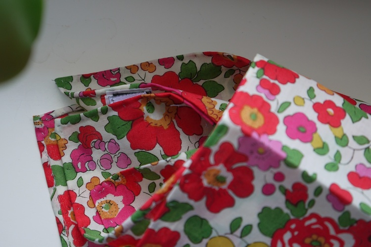 Floral Cotton Pocket Square - Red/GreenWhite