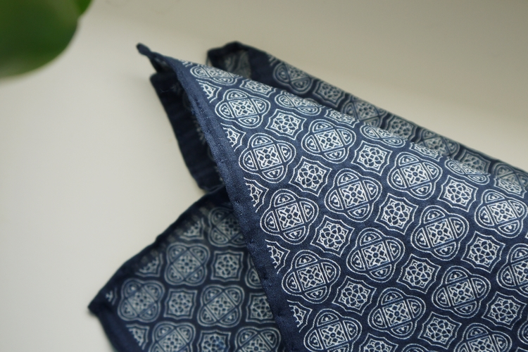 Medallion Seersucker Cotton/Silk Pocket Square - Navy Blue/White
