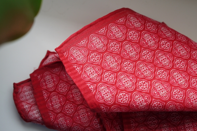 Medallion Seersucker Cotton/Silk Pocket Square - Red/White