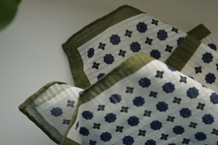 Floral Seersucker Cotton/Silk Pocket Square - Off White/Olive/Navy
