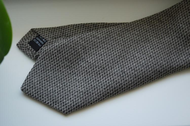 Solid Cashmere/Silk Tie - Beige