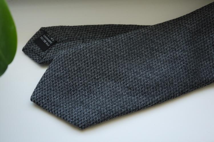 Solid Cashmere/Silk Tie - Light Grey