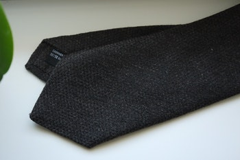 Solid Cashmere/Silk Tie - Dark Grey