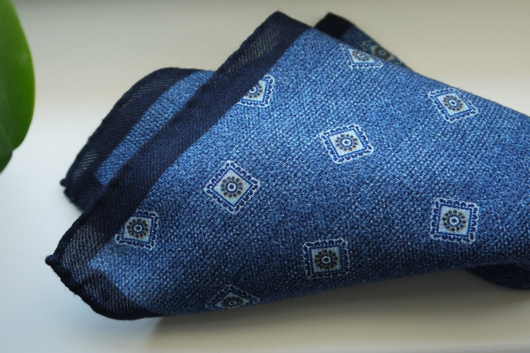 Medallion Wool Pocket Square - Navy Blue/Light Blue