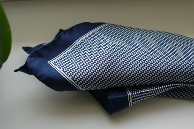 Micro Silk Pocket Square - Navy Blue/White