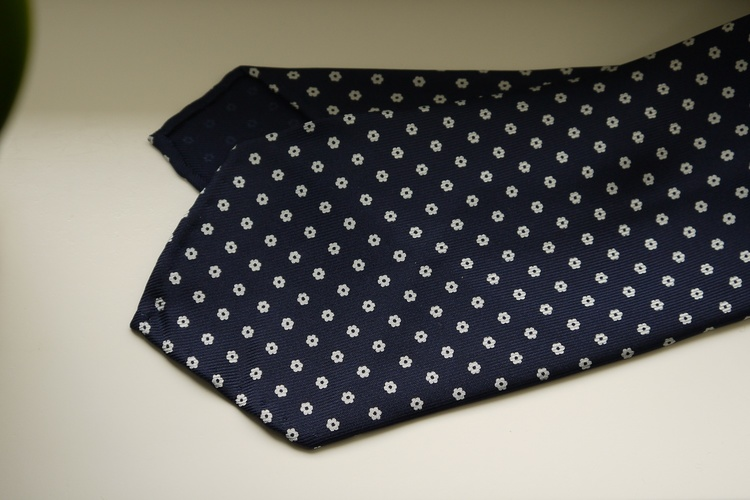Small Floral Printed Silk Tie - Untipped - Navy Blue/White