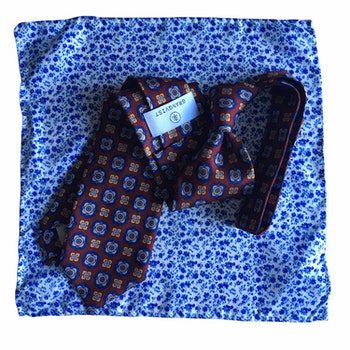 Kit - Medallion Printed silk tie and floral pocket square - Burgundy/Navy Blue/White
