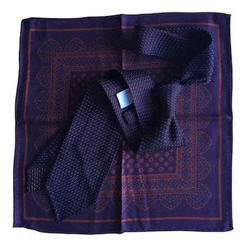 Kit - Micro dot Grenadine tie and oriental silk pocket square - Maroon/Lilac