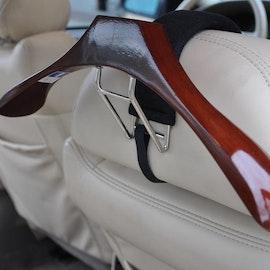Exklusiv galge till bil i högblank trä med hängare