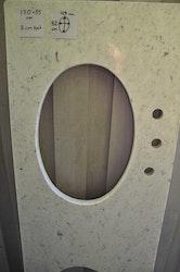 Bänkskiva i marmor med uttag