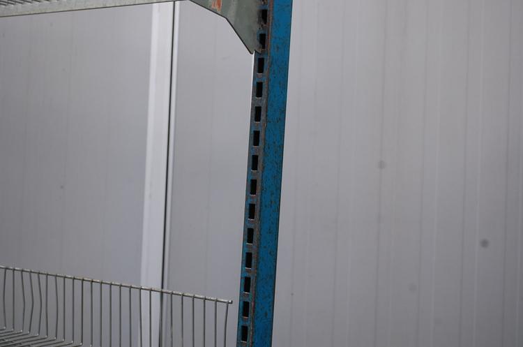 Specialtillverkade industrivagnar med hyllplan