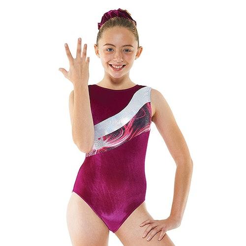 Velvet Solaris, Cerise gymnastikdräkt