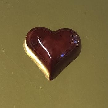 Vår egen: Jordgubbshjärta (mörkt chokladskal)