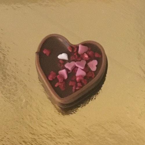 Hjärtströssel i mörk chokladmousse.