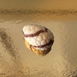 Chokladägg Vit choklad med krokantfyllning (INNEHÅLLER NÖTTER)