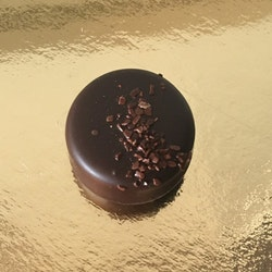 Mörk chokladkräm med chokladsås