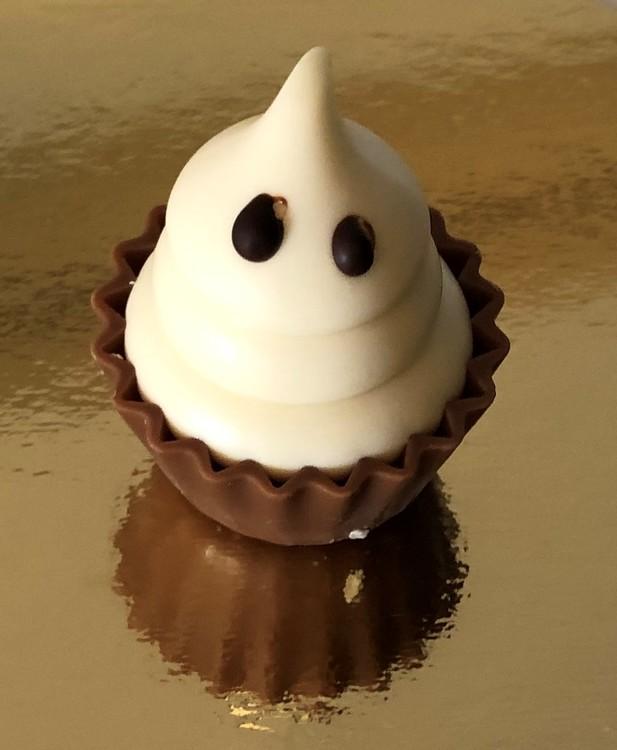 Höstprodukt: GÅR ENDAST ATT LÄGGA I VIT KARTONG! Spöke cupcake med mandelnougat (INNEHÅLLER NÖTTER)