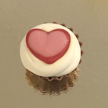 Cupcake Hjärta Mandelnougat/Vit chokladkräm (INNEHÅLLER NÖTTER/MANDEL)