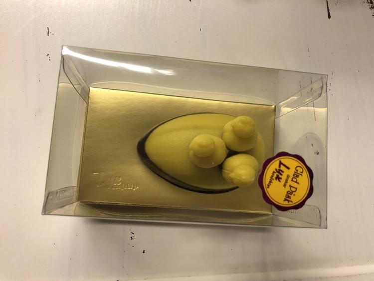 Marsipanpåskägg halvdoppat i choklad (INNEHÅLLER MANDEL)
