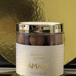 AMAZE Marsipan med vit choklad, chili krisp & hallonpulver