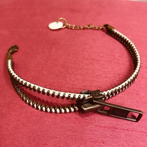 Dragkedjearmband-brons/vit