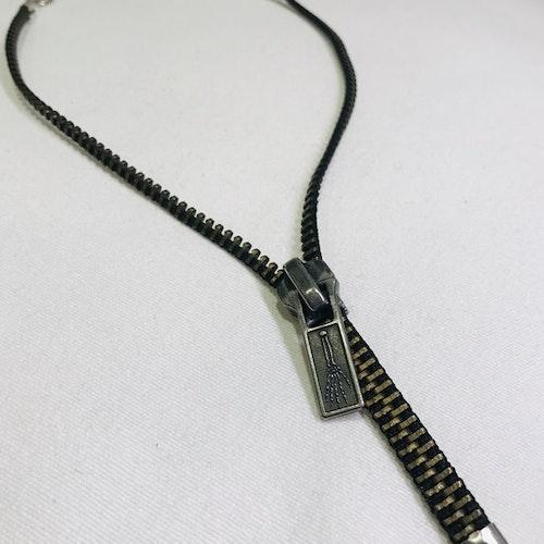 Halsband dragkedja