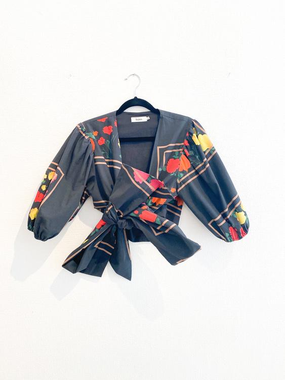 STYLEIN Wrap Blouse (Medium)