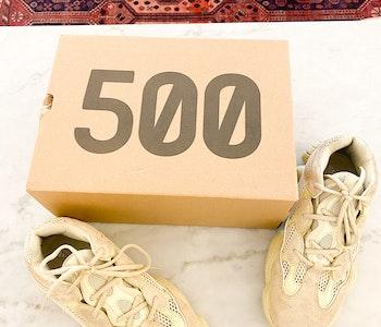 YEEZY X ADIDAS 500 SUMOYE ( 42 Fits 41)