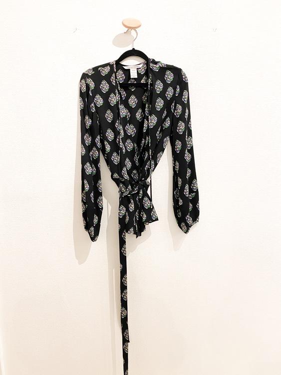 DIANE VON FURSTENBERG Silk Blouse (8)