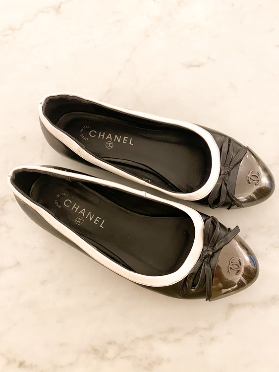 CHANEL Leather Ballerina (37)
