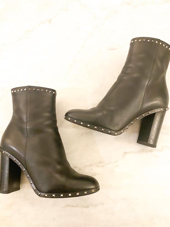 VALENTINO GARAVANI Rockstud Boots (38)