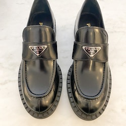 PRADA Brushed Leather Logo Loafers (40,5)