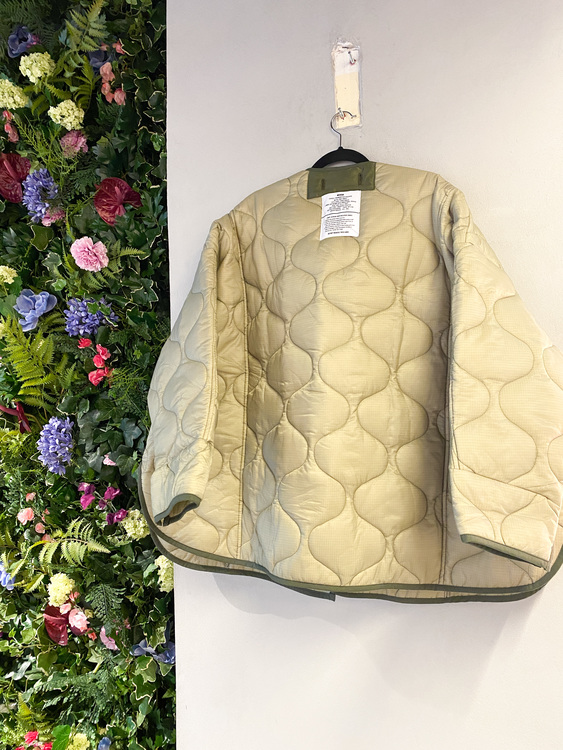 THE FRANKIE SHOP Oversized collarless quilted jacket in moss green (OS)
