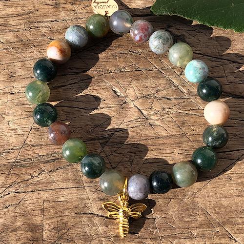 Armband med gröna agater, guldbi