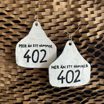 """Örhängen """"Mer än ett nummer - 402"""""""