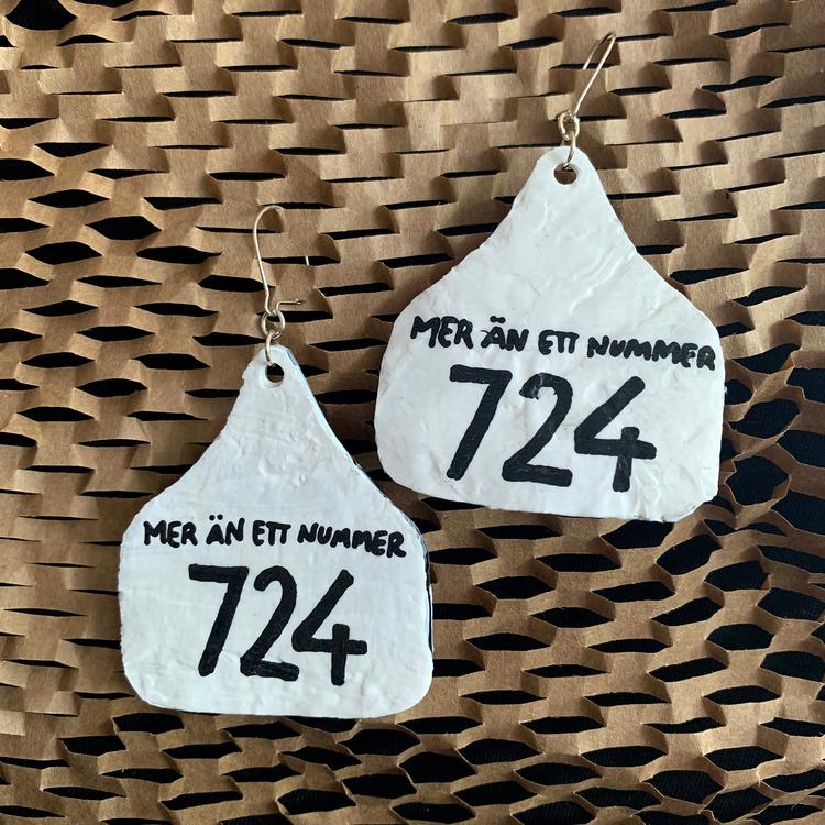 """Örhängen """"Mer än ett nummer - 724"""""""